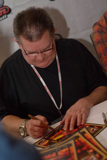 Pinball Expo Chicago: Steve Ritchie schreibt Autogramme.