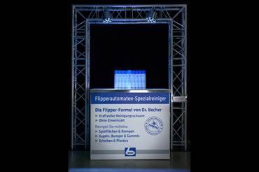Neuvorstellung zur Hausmesse: Unser eigener Flipperautomaten Spezialreiniger mit Aktivschaum-Formel, hergestellt von Dr. Becher