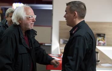 Gary Stern begrüßt Daniel Schwarz