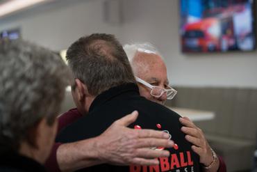 Gary Stern begrüßt Harald Kesting