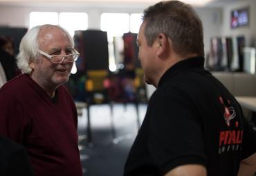 Gary Stern freut sich Harald Kesting wieder zu sehen.