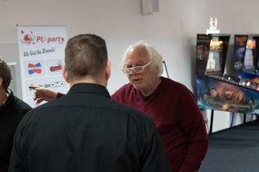 Gary Stern mit Daniel Schwarz im Showroom.