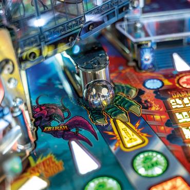 Godzilla Premium Detail vom Spielfeld: Innovativer, magnetischer Newton-Ball Magna Grab