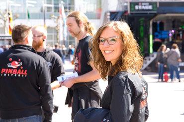 Rebecca freut sich über ihren Einsatz auf der Musikmesse